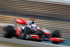 Button ovládl deštivou GP Číny