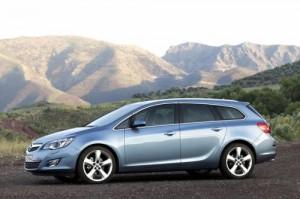 Opel odtajnil podobu Astry Sports Tourer (video uvnitř)