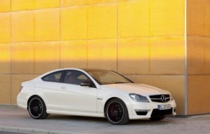 Mercedes-Benz C63 AMG Coupé – kladivo na BMW M3 (2 videa uvnitř)