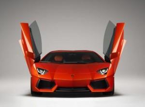 Lamborghini Aventador na okruhu ve Vallelunze (2 videa)