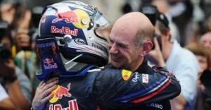 Honičku v ulicích Monaka opanoval Vettel
