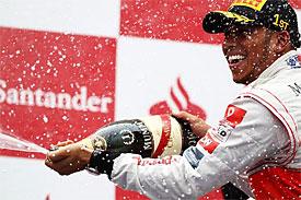 Hamilton vybojoval v Německu druhé letošní vítězství