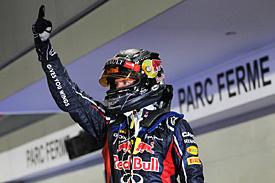 Vettel kraloval v osvětlených ulicích Singapuru