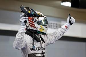 Hamilton triumfoval v nočním Bahrajnu